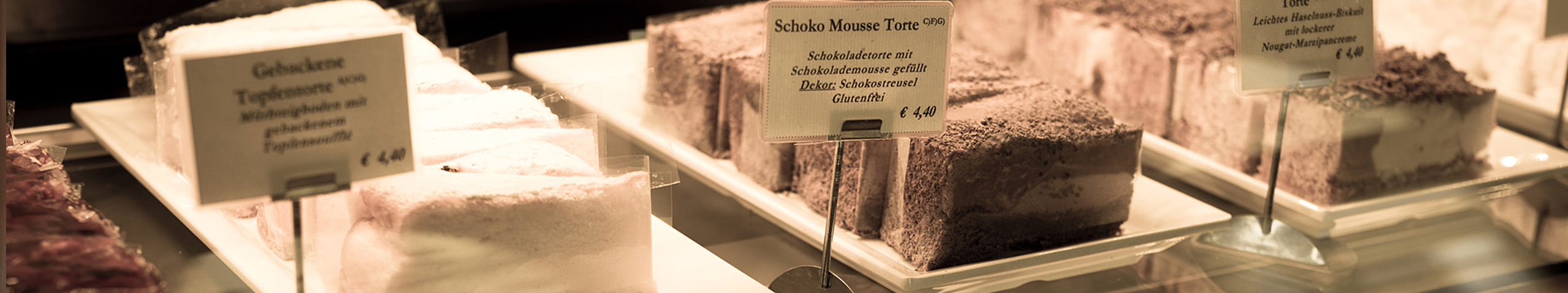 The cake showcase is the eye-catcher of the Viennese coffeehouse